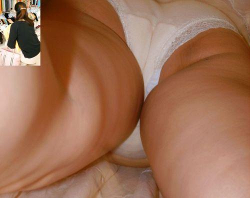 逆さ撮りパンツ丸見え気付かないOLお姉さんのエロ画像15枚目