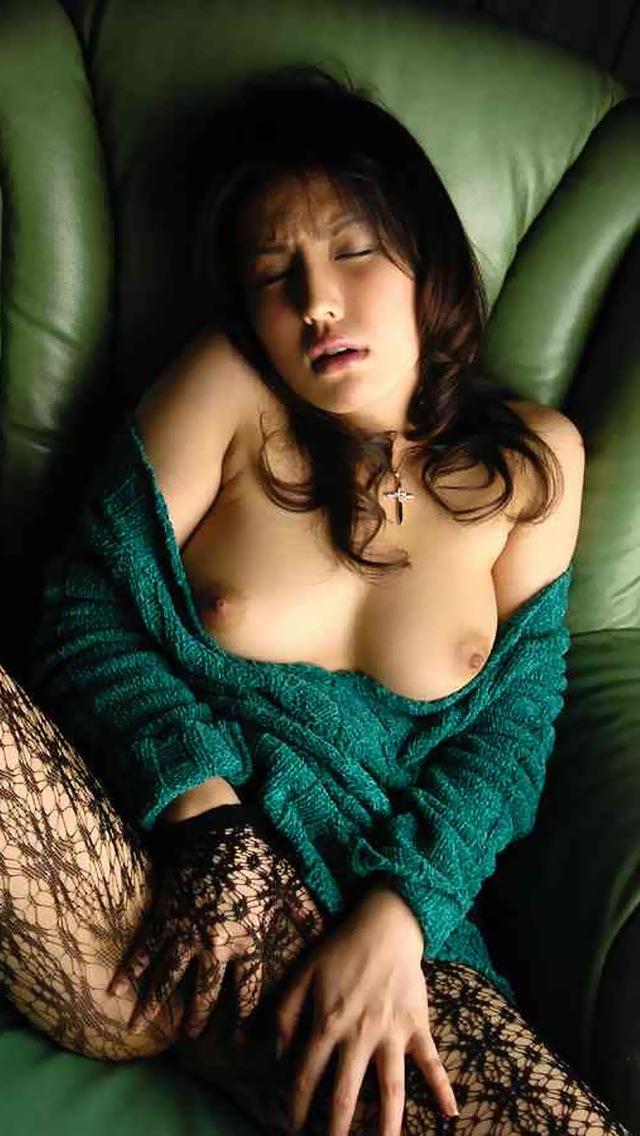 綺麗でセクシーなのに仕事に追われ自分で性欲解消3枚目