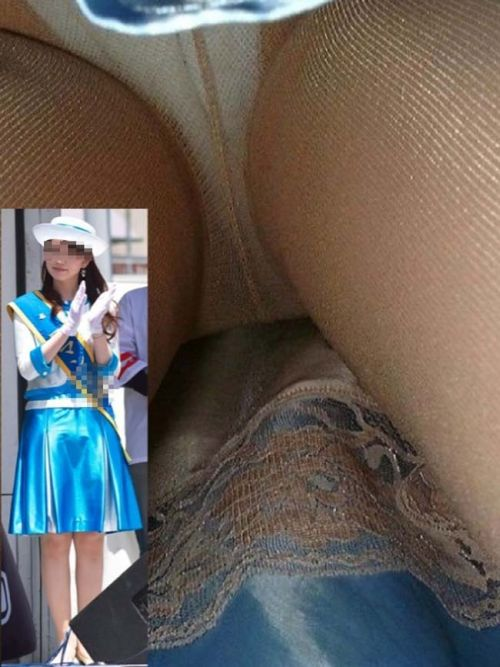 コンパニオンお姉さんのタイトスカート逆さ撮り10枚目