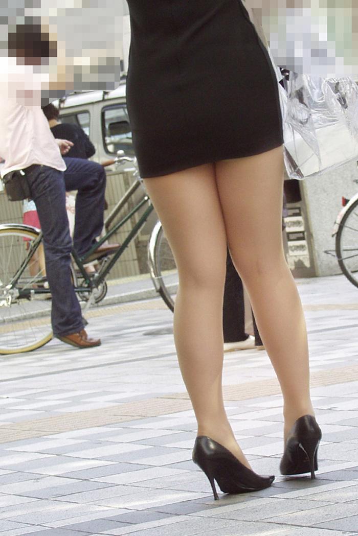 ヤリマンギャルOL巨尻タイトスカート盗撮エロ画像2枚目