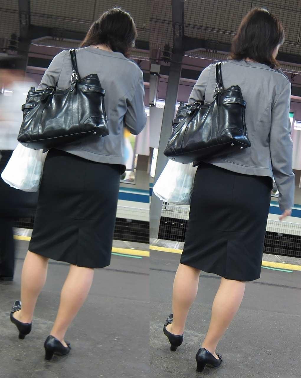 ヤリマンギャルOL巨尻タイトスカート盗撮エロ画像3枚目