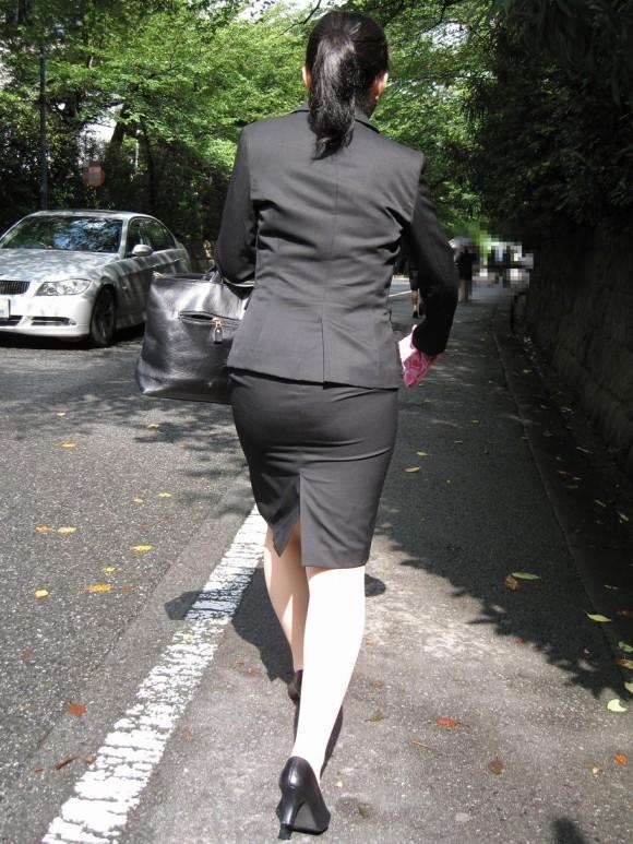 ヤリマンギャルOL巨尻タイトスカート盗撮エロ画像7枚目