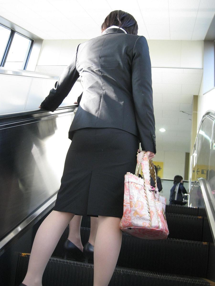 ヤリマンギャルOL巨尻タイトスカート盗撮エロ画像8枚目