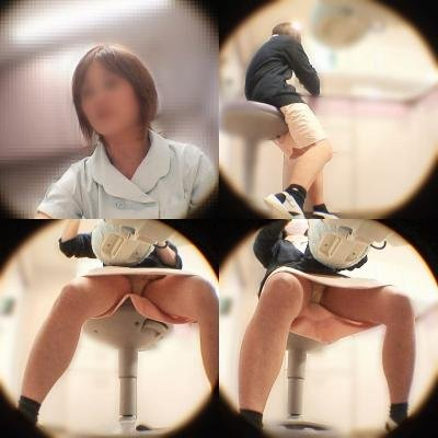 顔出しナースのおまんこ丸見えトイレ盗撮エロ画像4枚目