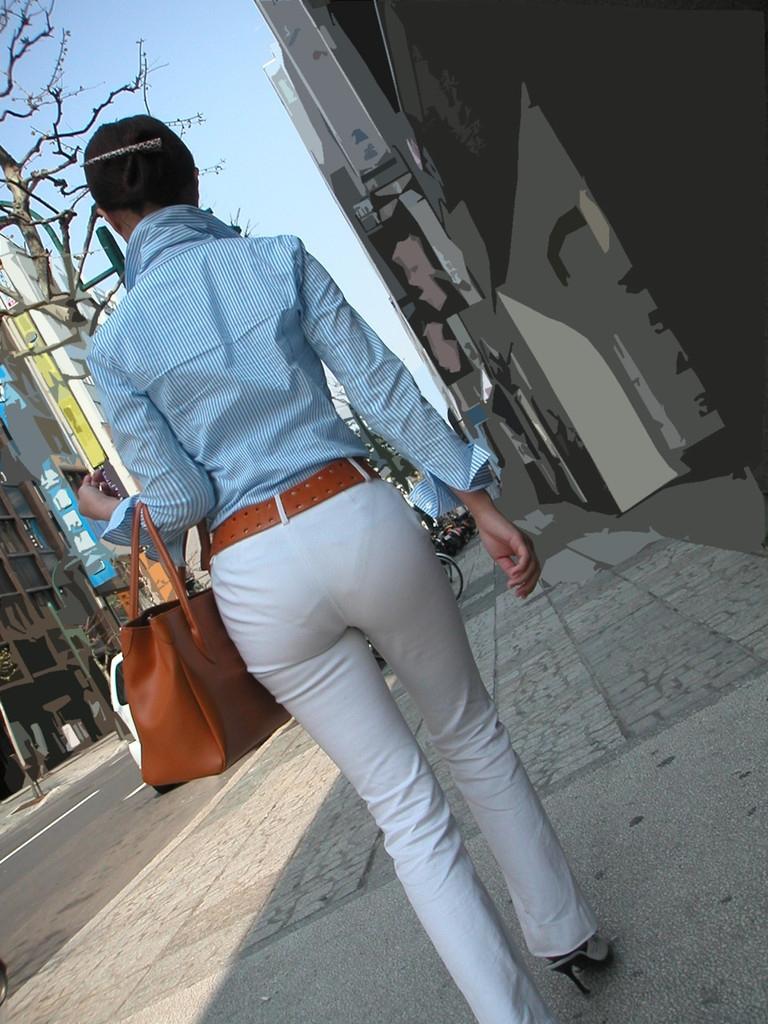 モロ見えパンティーラインのパンツスーツOL盗撮エロ画像9枚目