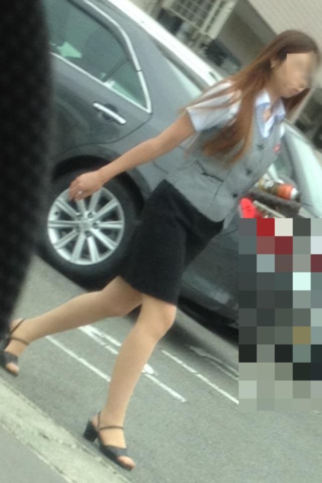 素人OL街撮り盗撮タイトスカートふくらはぎ画像1枚目