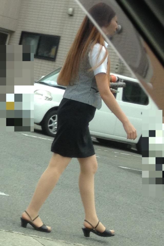 素人OL街撮り盗撮タイトスカートふくらはぎエロ画像4枚目