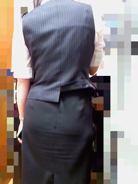 素人OL街撮り盗撮タイトスカートふくらはぎエロ画像9枚目