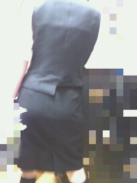 素人OL街撮り盗撮タイトスカートふくらはぎ画像10枚目