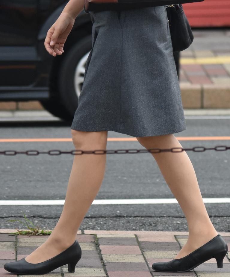 素人OL街撮り盗撮タイトスカートふくらはぎエロ画像11枚目