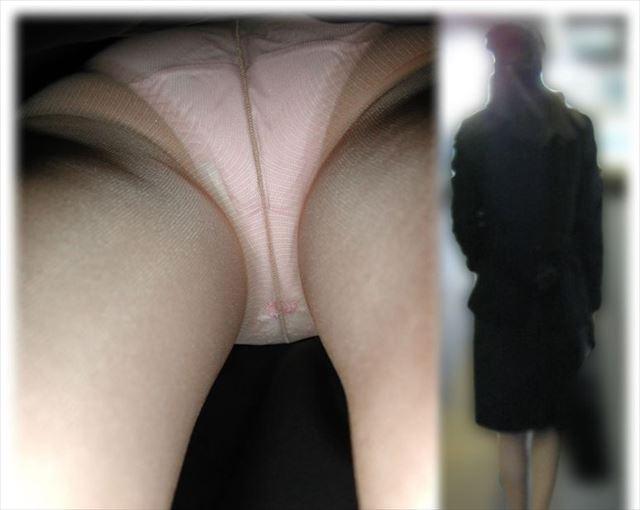 就活リクスー学生OLの逆さ撮りパンチラ盗撮エロ画像10枚目