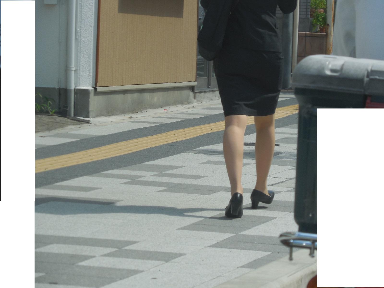 巨尻OLの後ろ姿タイトスカートエロ画像3枚目