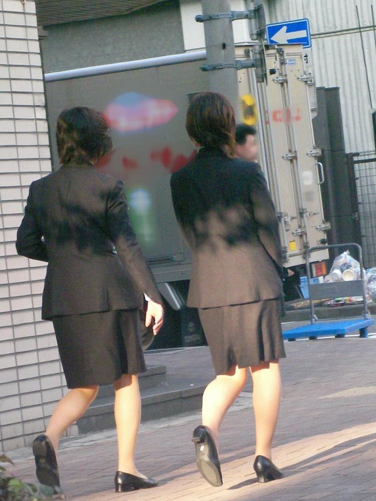 リクスーOLの初々しいお尻とタイトスカート画像1枚目