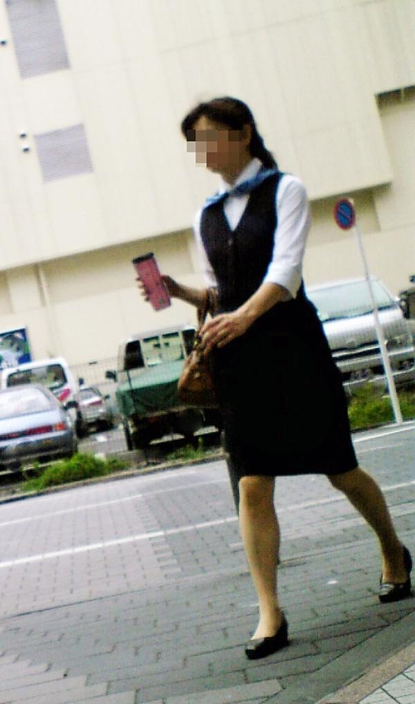 リクスーOLの初々しいお尻とタイトスカート画像3枚目