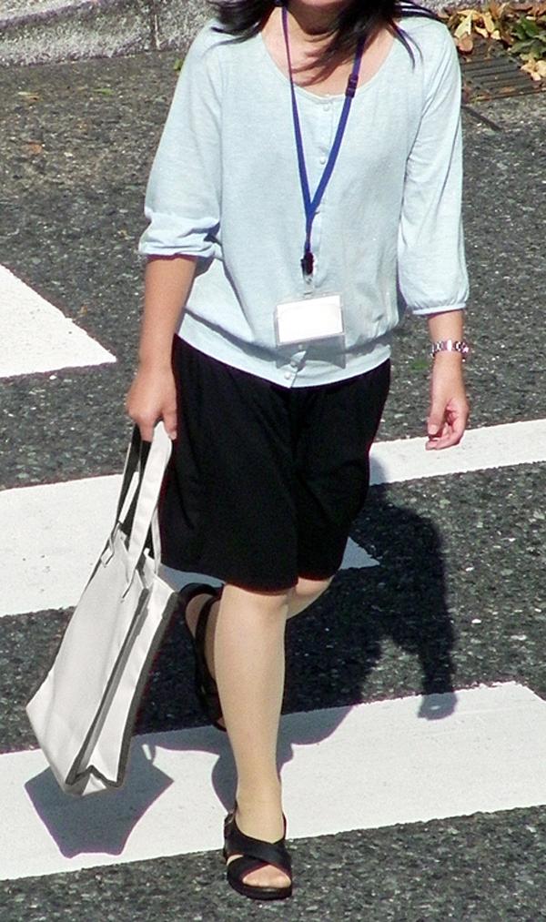 リクスーOLの初々しいお尻とタイトスカート画像5枚目