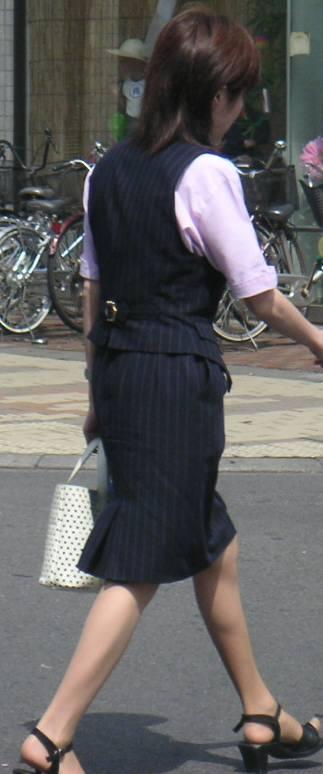 リクスーOLの初々しいお尻とタイトスカート画像15枚目
