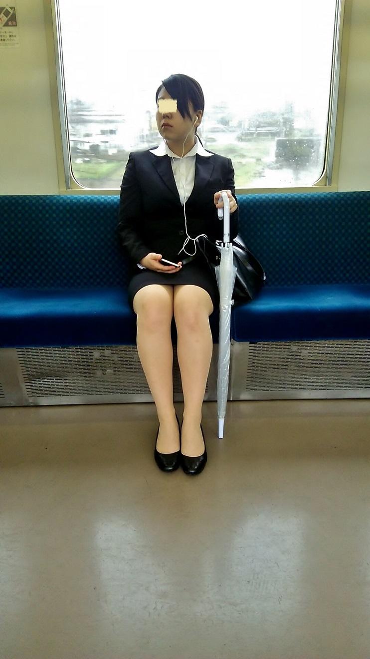 リクルートスーツOLの美脚ふくらはぎエロ画像12枚目