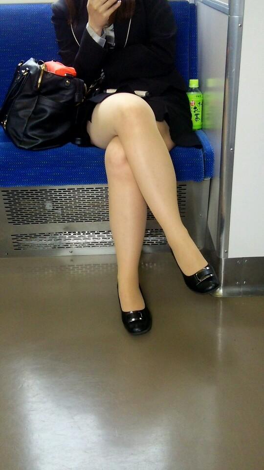 リクルートスーツOLの美脚ふくらはぎエロ画像14枚目