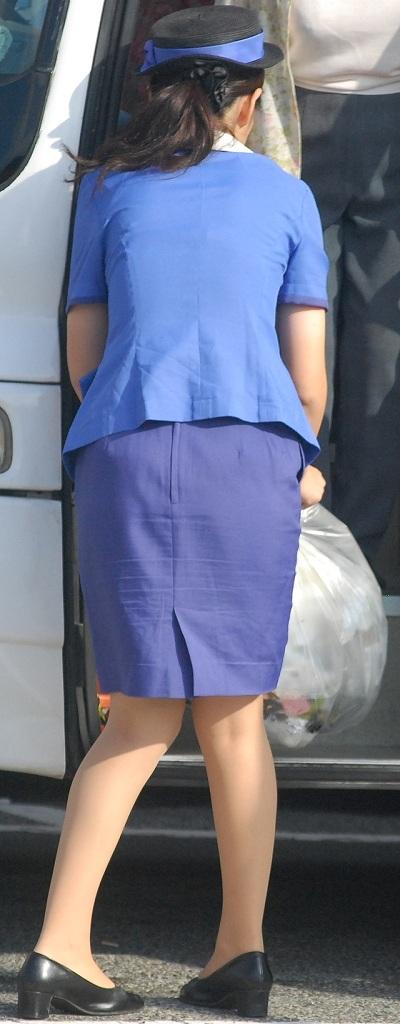 巨尻素人バスガイドのタイトスカート盗撮エロ画像6枚目