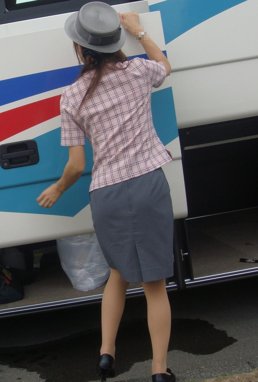 巨尻素人バスガイドのタイトスカート盗撮エロ画像7枚目