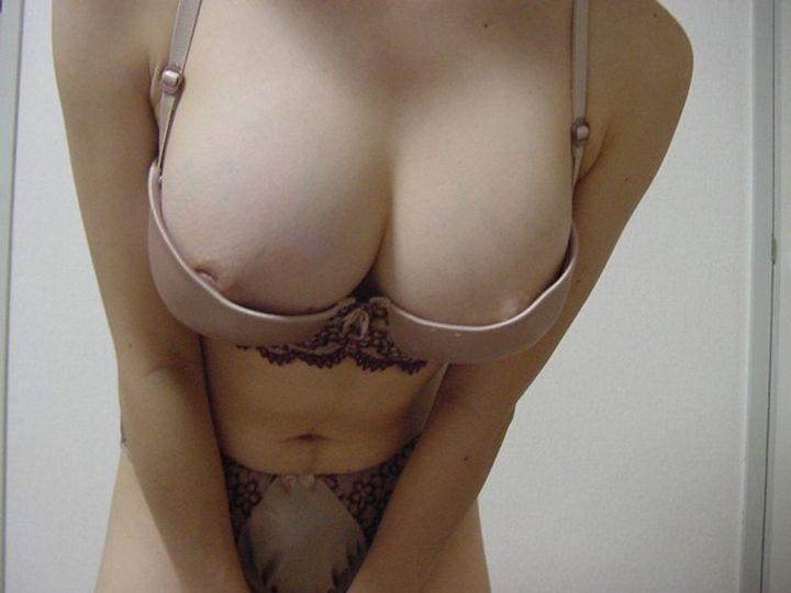 素人巨乳爆乳OLによる自撮りブラジャーエロ画像1枚目