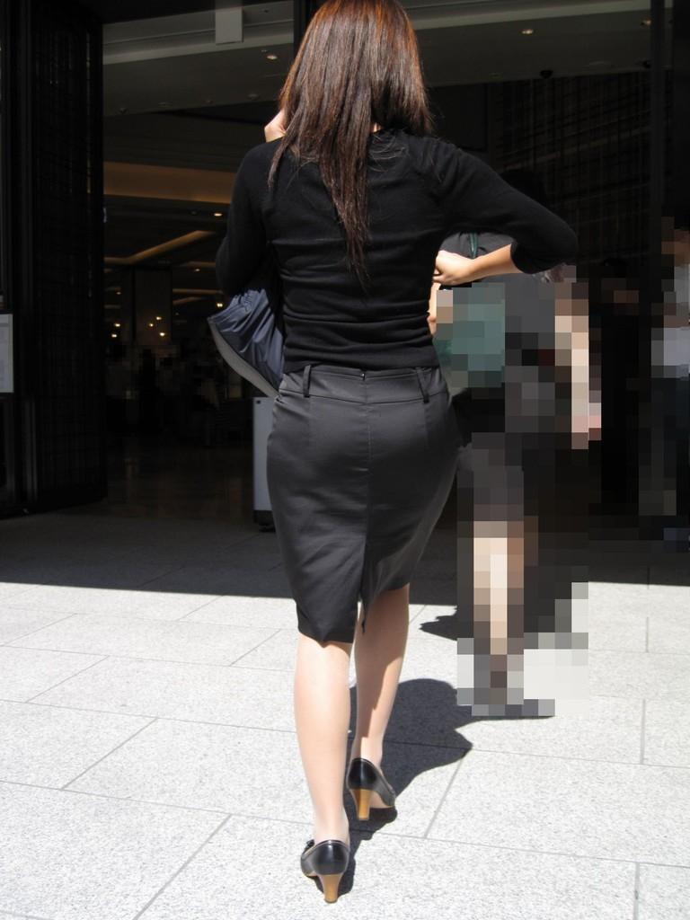 ピチピチなタイトスカートOLパンティライン画像7枚目