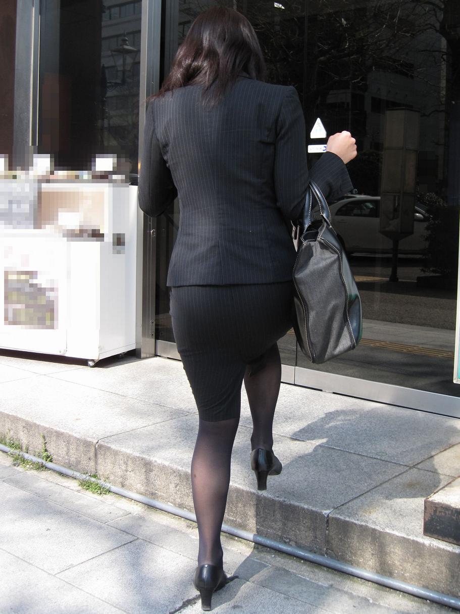 ピチピチなタイトスカートOLパンティライン画像11枚目