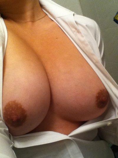 痴女OLによる胸の谷間とブラジャー誘惑エロ画像12枚目