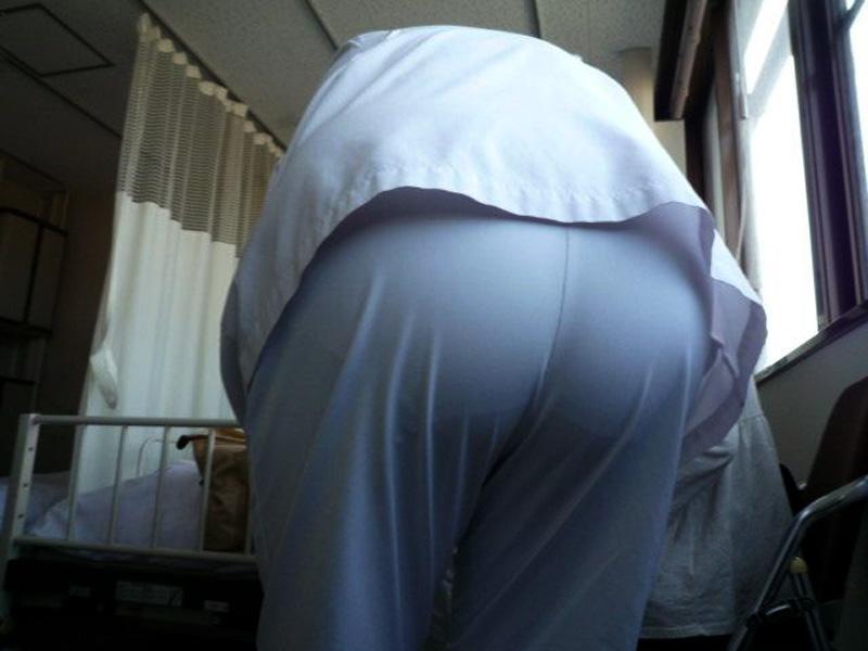 エロイ巨尻ナースのパンティライン盗撮エロ画像1枚目