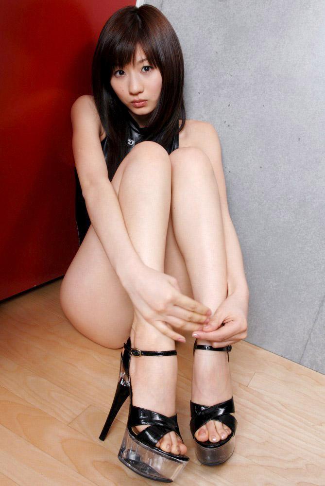 黒パンスト長身美脚のハイヒールOLエロ画像8枚目