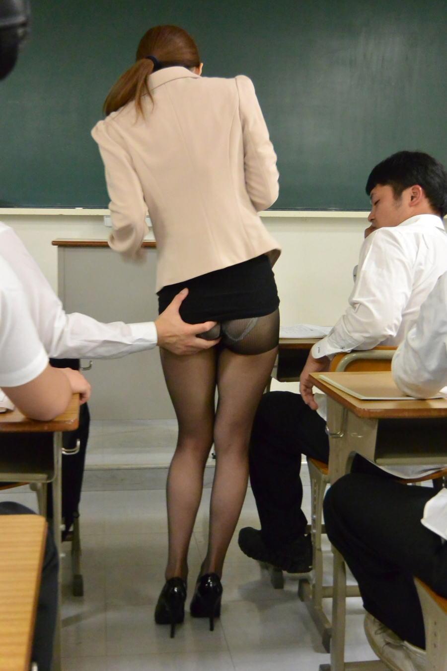 童貞狩りする痴女眼鏡の女教師パンストエロ画像2枚目