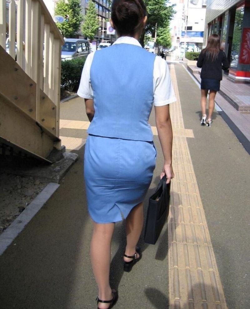 ぴちぴちタイトスカートのリクスー街撮りOL画像11枚目