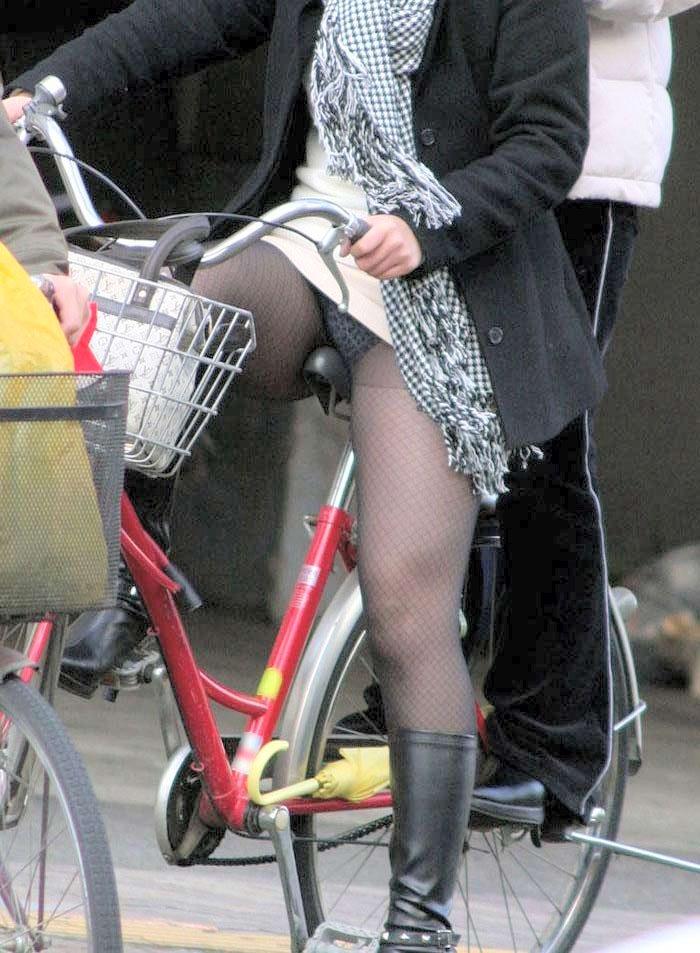 リクスー街撮りOL盗撮三角デルタパンチラ盗撮画像4枚目