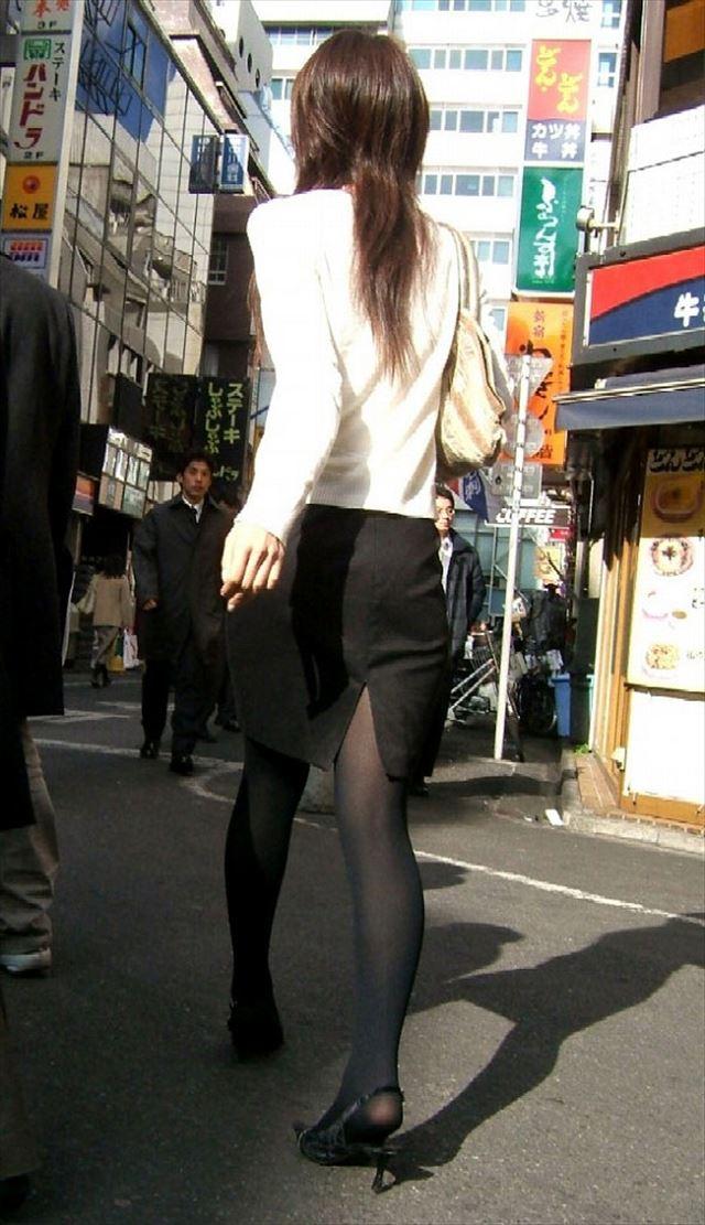 街撮り美脚スリットタイトスカートOL盗撮画像1枚目