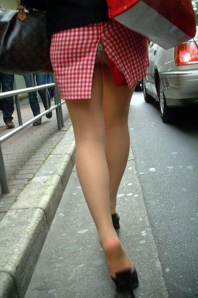 街撮り美脚スリットタイトスカートOL盗撮画像5枚目