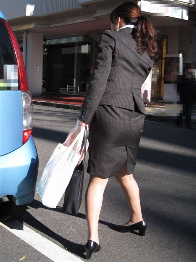 街撮り美脚スリットタイトスカートOL盗撮画像9枚目