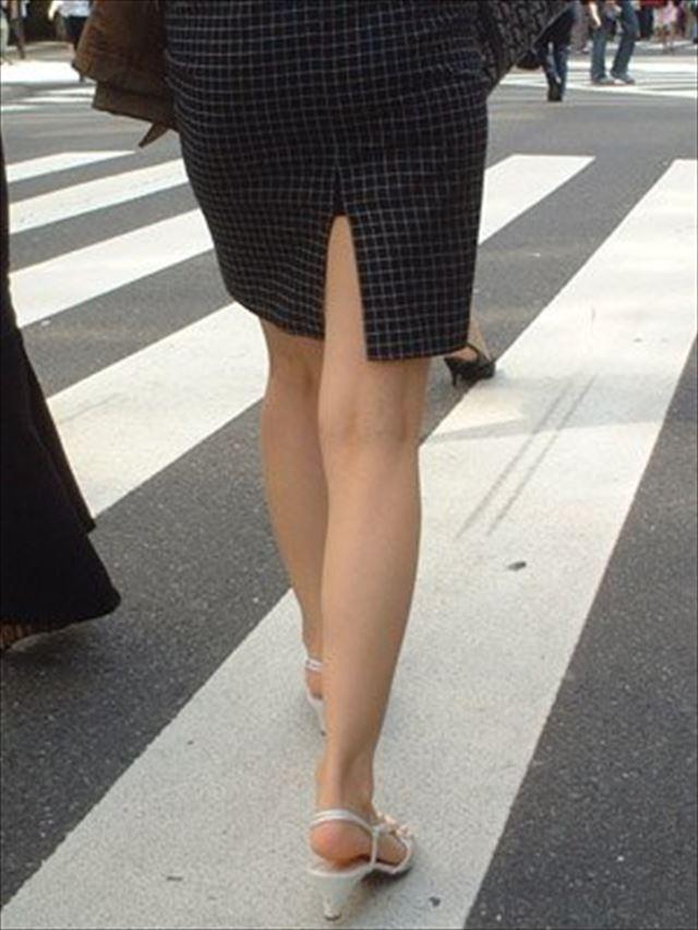 街撮り美脚スリットタイトスカートOL盗撮画像11枚目