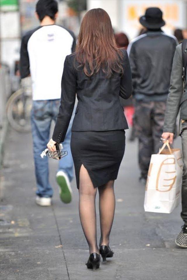 街撮り美脚スリットタイトスカートOL盗撮画像12枚目