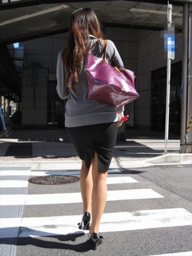 街撮り美脚スリットタイトスカートOL盗撮画像16枚目