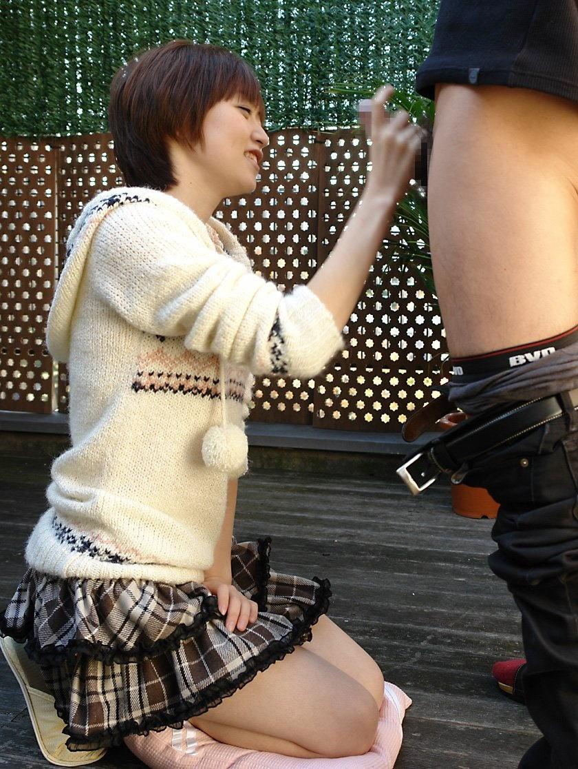 OLに罵倒され悦ぶ変態M男の乳首舐め手コキエロ画像15枚目
