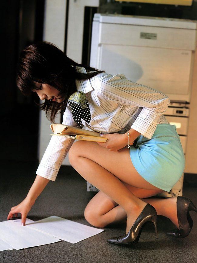 OLや働くお姉さんの巨尻とパンスト美脚盗撮画像15枚目