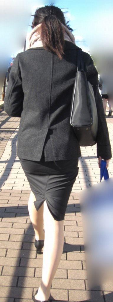 下着が透けてるOLのパンティライン街撮り盗撮画像13枚目