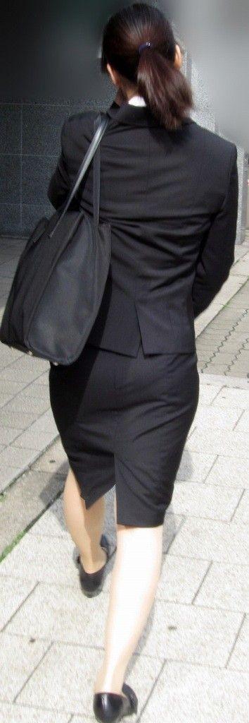 下着が透けてるOLのパンティライン街撮り盗撮画像14枚目