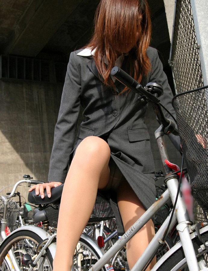 自転車OLのタイトスカート三角ゾーン盗撮画像7枚目