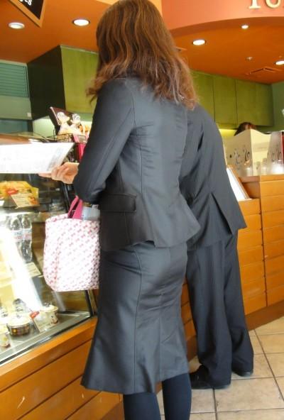 白パン透けタイトスカートパンティラインOL画像4枚目