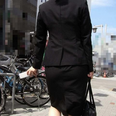 白パン透けタイトスカートパンティラインOL画像11枚目