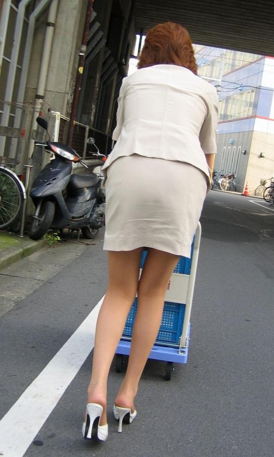 白パン透けタイトスカートパンティラインOL画像16枚目