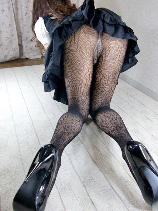 美脚OLの透け黒パンスト姿と巨尻のエロい画像13枚目