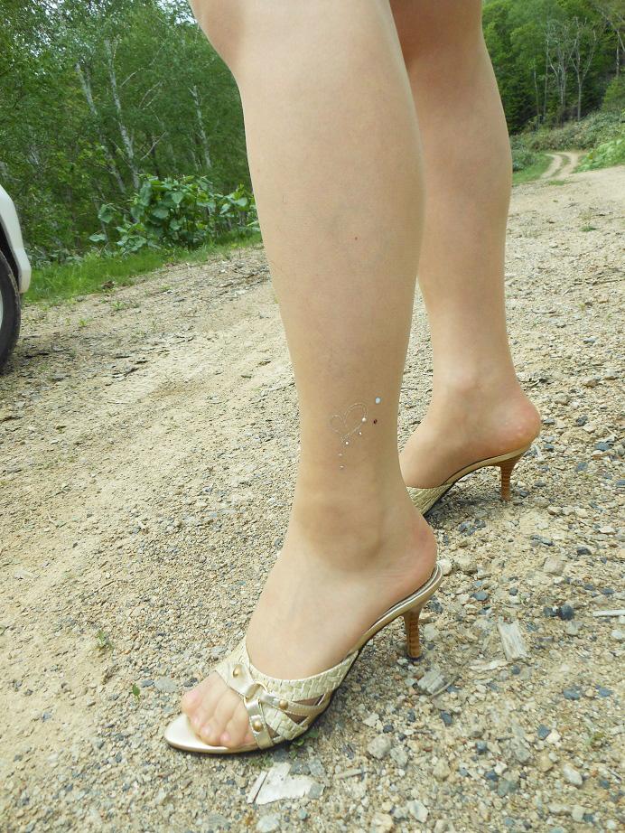 ハイヒールフェチにはたまらない足裏付き美脚画像3枚目