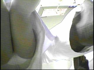 白衣透け素人ナース逆さ撮りパンチラ盗撮エロ画像2枚目